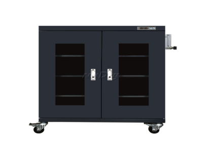 Low humidity cabinet for optical lenses